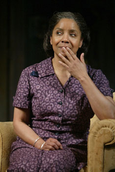 Phylicia Rashad in A Raisin in the Sun(Photo © Joan Marcus)
