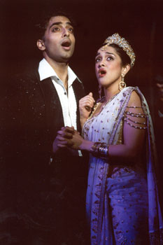 Manu Narayan and Anisha Nagarajanin Bombay Dreams(Photo &copy; Joan Marcus)