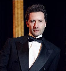 Marco Zunino as Billy Flynn