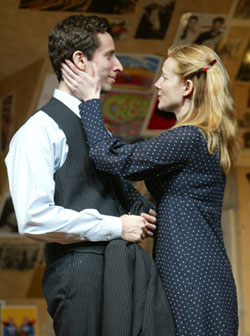 Ben Shenkman and Laura Linney in Sight Unseen(Photo © Joan Marcus)