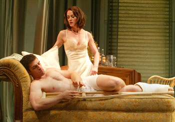 Mary Stuart Masterson and Jeremy Davidson in Cat on a Hot Tin Roof(Photo © Joan Marcus)
