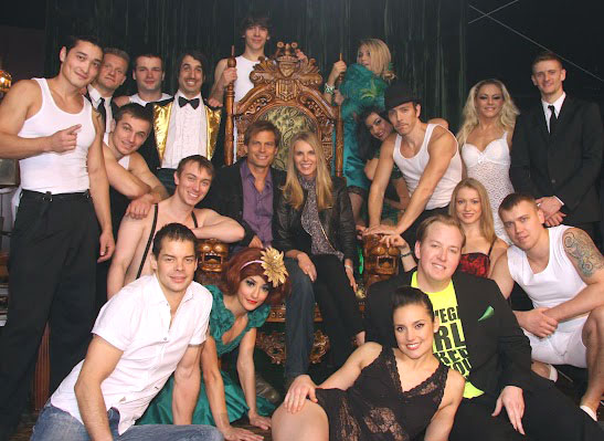 Casper Van Dien and Catherine Oxenberg with the company of Absinthe (© Joseph Sanders/Spiegelworld 2012)