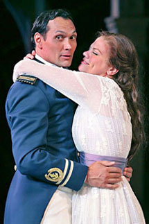 Jimmy Smits and Kristen Johnston inMuch Ado About Nothing(Photo © Michal Daniel)