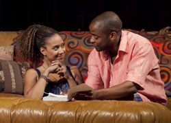 Tracie Thoms and Dule Hill in Stick Fly (© Richard Termine)