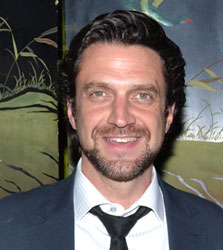 Raul Esparza
