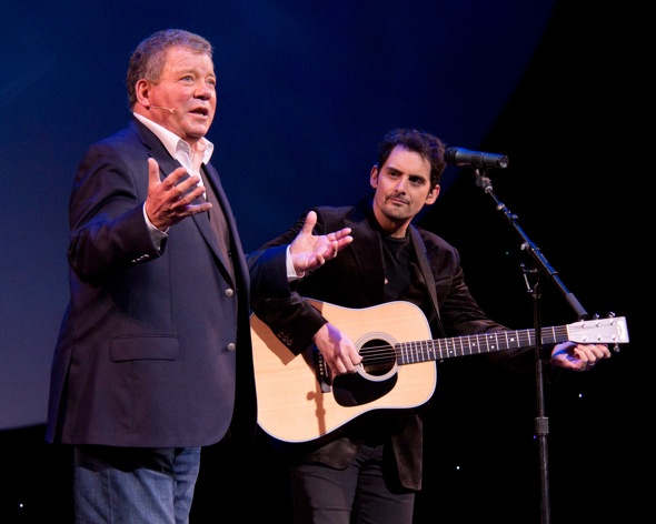 William Shatner and Brad Paisley(© Tristan Fuge)