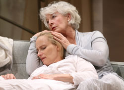 Laila Robbins and Jane Alexander in The Lady from Dubuque (© Joan Marcus)