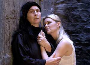Kristin Linklater and Heather Tom in Hecuba