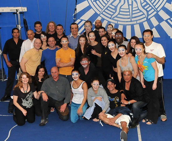 Chazz Palminteri with the cast of Cirque du Soleil's O