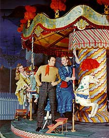 Jean Darling, John Raitt, and Jan Claytonin Carousel (1945)