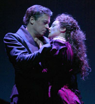 Tom Hewitt and Melissa Errico inDracula, the Musical(Photo © Joan Marcus)