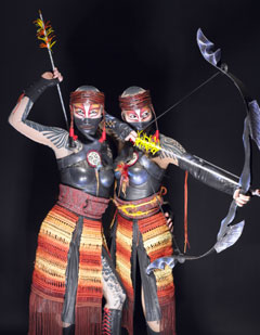 Cast members of Cirque du Soleil: K&Agrave;(Photo &copy; Tomas Muscionico)
