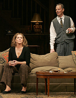 Kathleen Turner and Billl Irwinin Who's Afraid of Virginia Woolf?(Photo © Carol Rosegg)