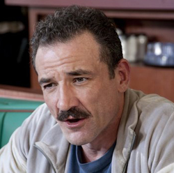 Ritchie Coster in Luck (© HBO)