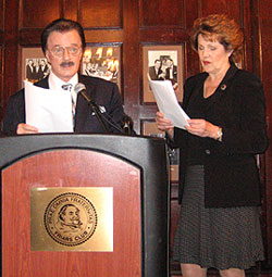 Robert Goulet and Lynn Redgrave announcingthe 2005 Drama Desk Award nominations(Photo © Michael Portantiere)