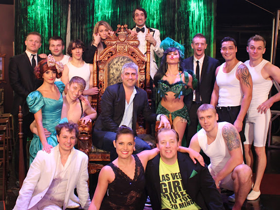 Taylor Hicks and the cast of Absinthe
