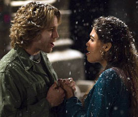 Adam Pascal and Rosario Dawson in Rent(© Sony Pictures)