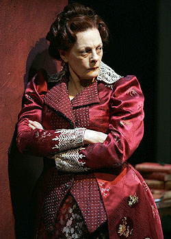 Dana Ivey in Mrs. Warren's Profession(Photo © Carol Rosegg)