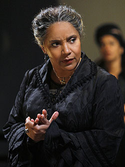 Phylicia Rashad in Bernarda Alba(Photo © Paul Kolnick)