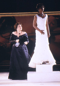 Randy Dawson (left) as Paulina and Aunjanue Ellis as the statue of HermionePhoto: Michal Daniel