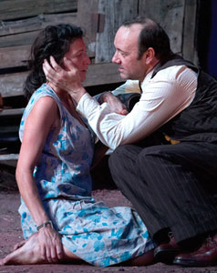 Eve Best and Kevin Spacey in A Moon for the Misbegotten (© Old Vic Theatre)