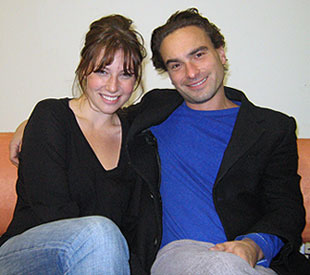 Ari Graynor and Johnny Galecki(© Michael Portantiere)